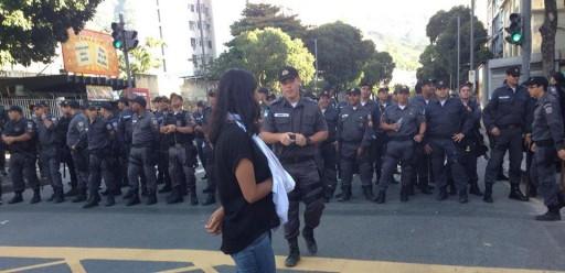 Manifesante ferida é impedida de sair da Saens Peña. Foto: Camila Nóbrega/Canal Ibase