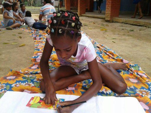 Crianças pintam e brincam durante XIX encontro Sem Terrinha. Foto: Setor de Educação MST -RJ
