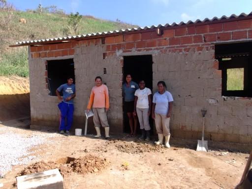 Construção de Casas no Assentamento Roseli Nunes - RJ