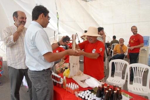 Crédito: Salvador Scofano. Fitoterápicos vendidos na feira da Reforma Agrária, em dezembro no Rio de Janeiro.