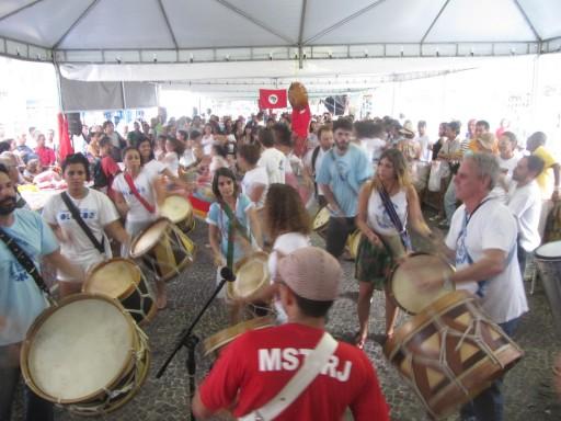 Tambores de Olokum, na Feira do MST. Foto: Alan Tygel