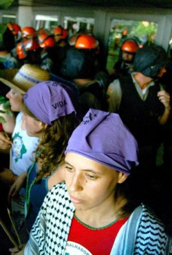Protesto das mulheres na Aracruz completa 5 anos